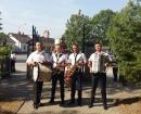 Orkiestra prowadząca delegację borzymowską z wieńcem dożynkowym