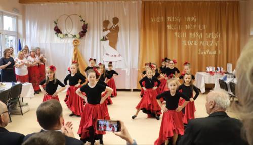 Tancerki wykonujące taniec hiszpański
