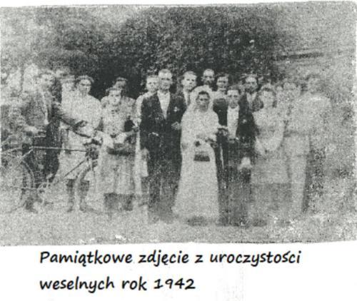 Pamiątkowe zdjęcie z uroczystości weselnych rok 1942