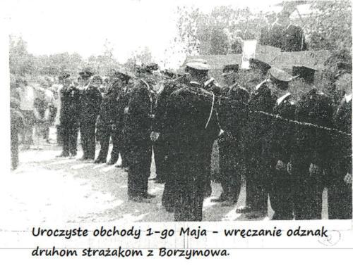 Uroczyste obchody 1-go Maja - wręczanie odznak  druhom strażakom z Borzymowa.