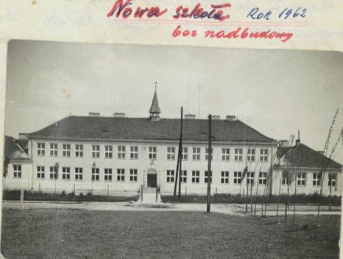 Szkoła, przedszkole, Dom Nauczyciela - Oleśnica i okolice na archiwalnych zdjęciach