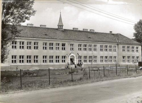 nowy budynek szkoy lata 70