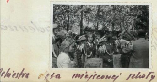 Orkiestra dęta miejscowej szkoły..