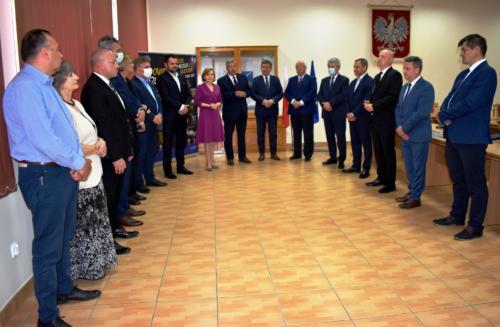 """Przekazanie środków z ,,TARCZY DLA SAMORZĄDÓW"""", odbyło się w dniu 25 czerwca br., w Starostwie Powiatowym w Staszowie."""