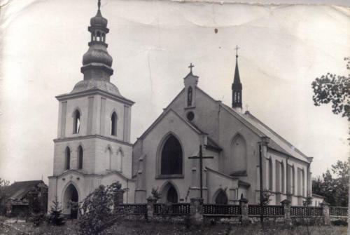 Kościół Wniebowzięcia NMP w Oleśnicy. Rok 1977.